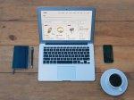 laptop, kawa i komórka